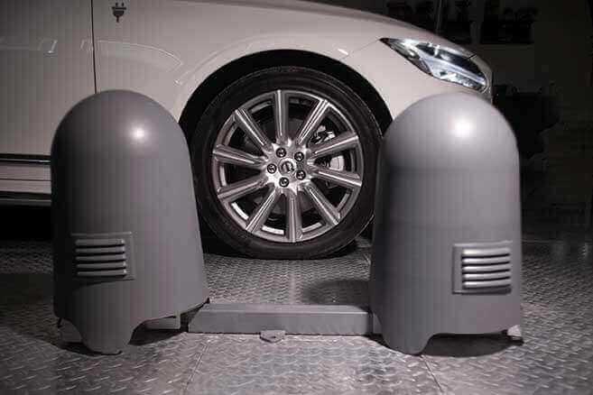 Artemis Car - Tire Inspection